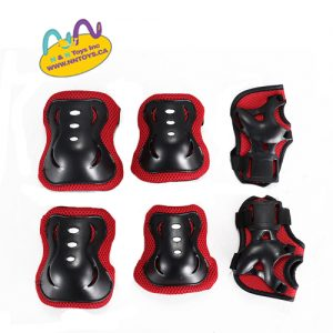 Knee Pads: Material:PVC and EPS